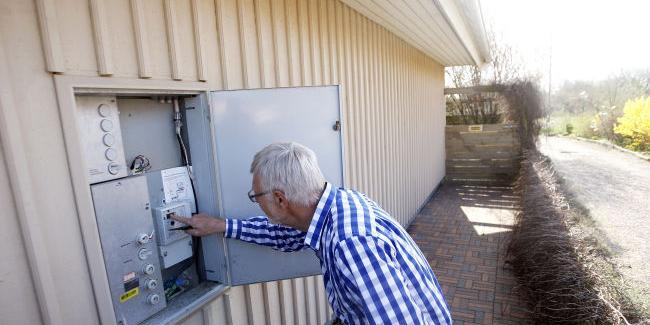 Pär Ek i Haverdal är övertygad om att hans nya fjärravlästa elmätare visar  för mycket elförbrukning. Sedan mätarbytet har energiförbrukningen helt ... 49b149c8d3188