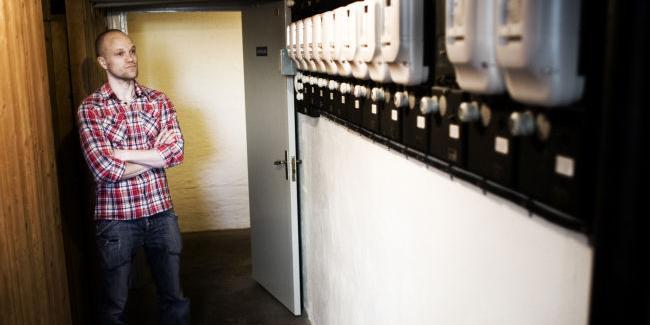 Mattias Larsson på Fågelvägen är inte nöjd med sin nya fjärravlästa elmätare.  Något är fel menar han. Förbrukningen är nu dubbelt så hög som den var med  ... 0b35e0329c94e