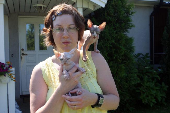 flicka naken katt