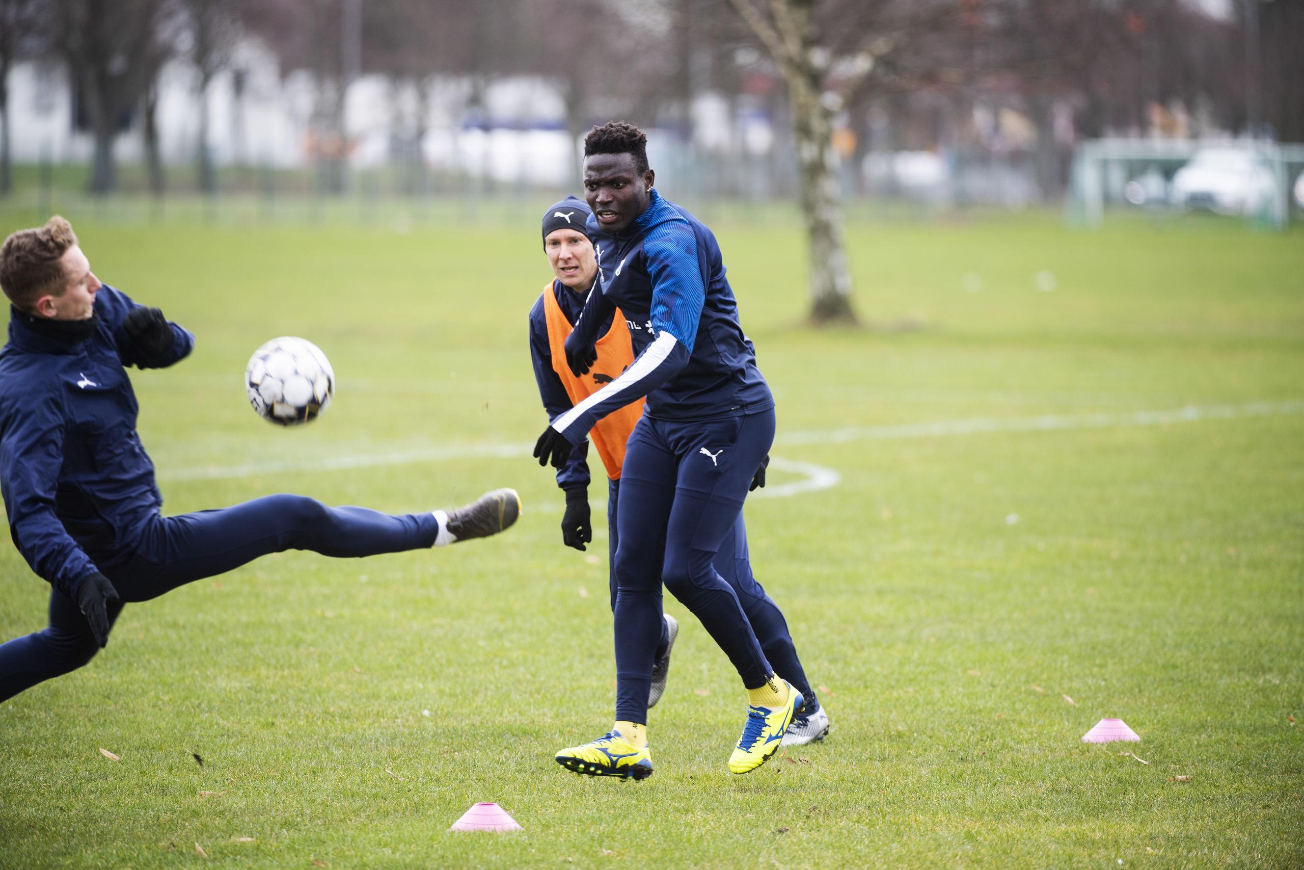 """Alhassan Haestad Kamara: """"Även när det var krig spelade vi fotboll"""""""