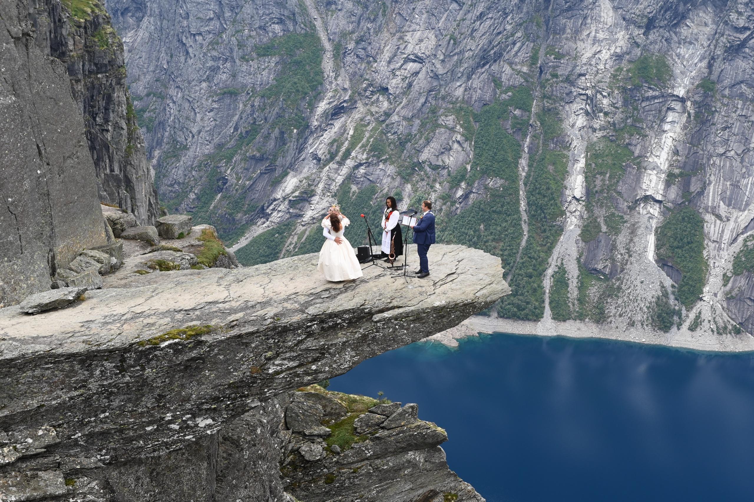 De gifte sig 1 100 meter upp i luften